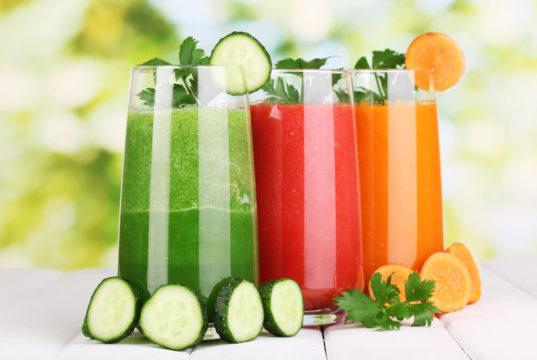Conheça 10 receitas nutritivas e deliciosas de sucos para menopausa, uma ótima alternativa para reduzir os sintomas da menopausa.