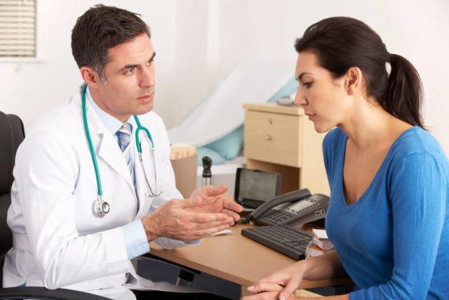 Efeitos colaterais da reposição hormonal na menopausa podem ser perigosos! Entenda o que ela faz e conheça um tratamento natural para isso.