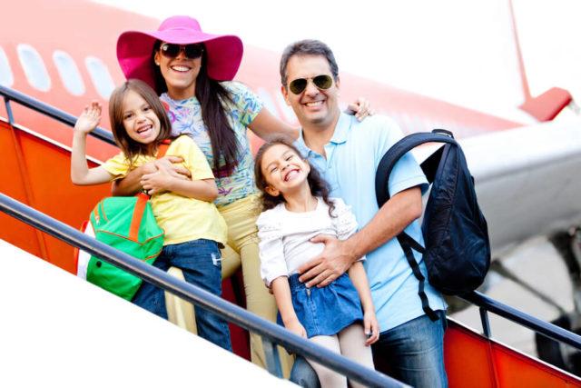 Pessoas prontas para iniciar uma viagem em família