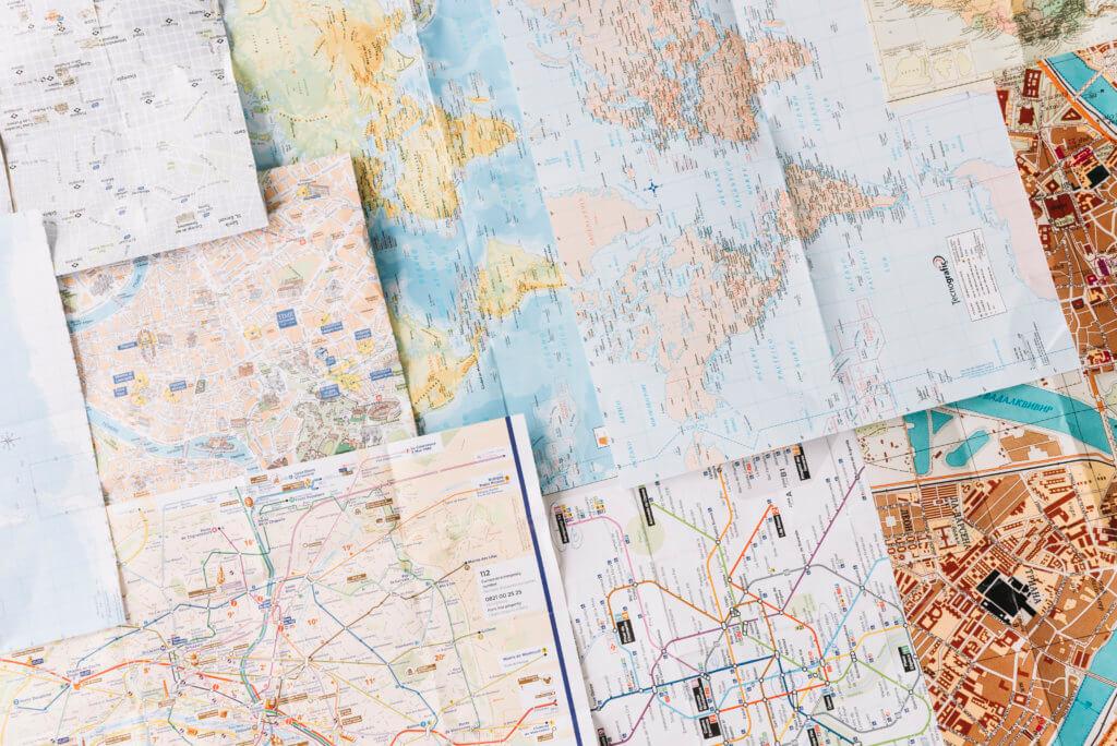 Mapas para planejamento de viagem em família - Imagem: Feepik