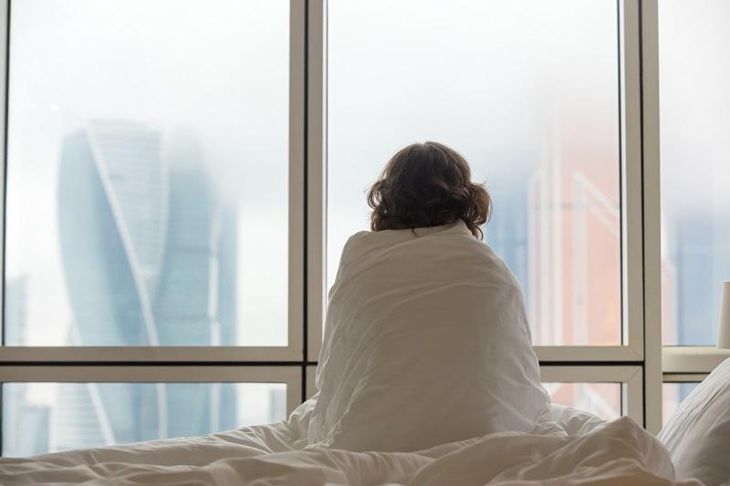 Mulher com insônia. um dos problemas da menopausa