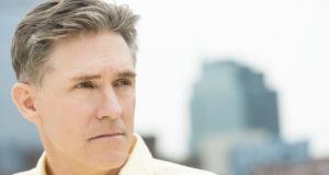 Descubra os riscos da reposição hormonal masculina na Andropausa e conheça formas saudáveis de lidar com o avanço da idade.