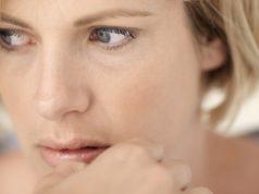 Um dos dilemas da menopausa é justamente esse: a menopausa engorda ou não? Entenda o que muda no corpo da mulher e sua relação com a balança