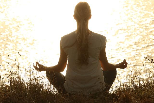 os-beneficios-da-meditacao-na-menopausa