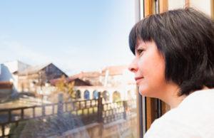 Nós mulheres sofremos consequências da menopausa físicas e emocionais. Descubra como lidar elas, principalmente a sensação de solidão