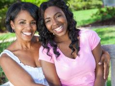 duas mulheres negras conversando sobre as fases da sexualidade feminina