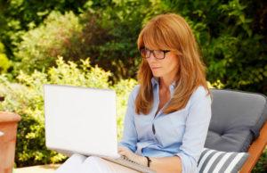 A perimenopausa — também conhecida como climatério ou transição — é o período que antecede a menopausa, sendo a última fase fértil da mulher.