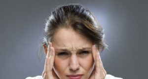 dor de cabeça é um dos sinais da menopausa
