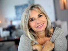 Sofrendo com os incômodos sintomas da menopausa? É possível contar com um tratamento natural para menopausa nessa fase da vida, saiba mais!