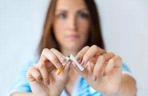Mulher decidida a parar de fumar
