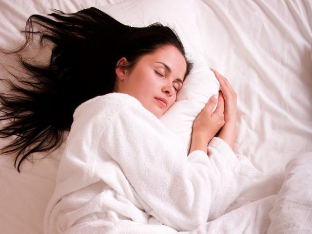 dormir-com-o-cabelo-molhado