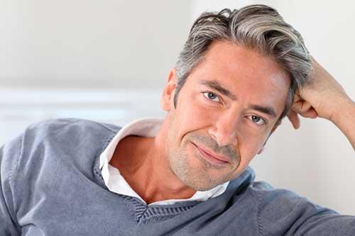 cabelos grisalhos em homens