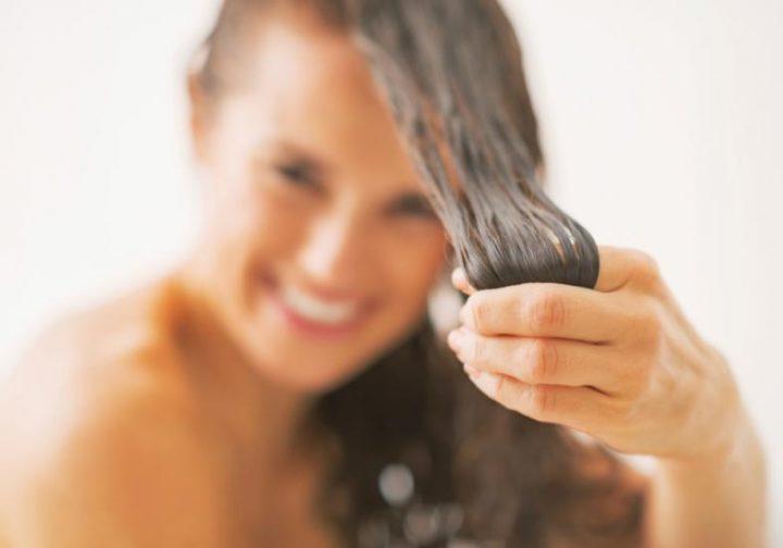 como-alisar-os-cabelos-com-maisena