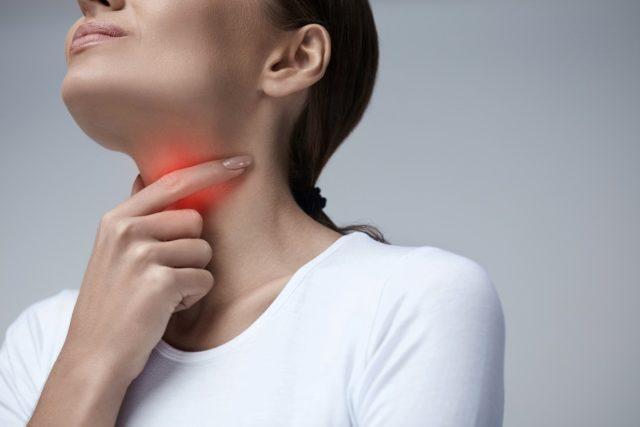 mulher-dor-garganta